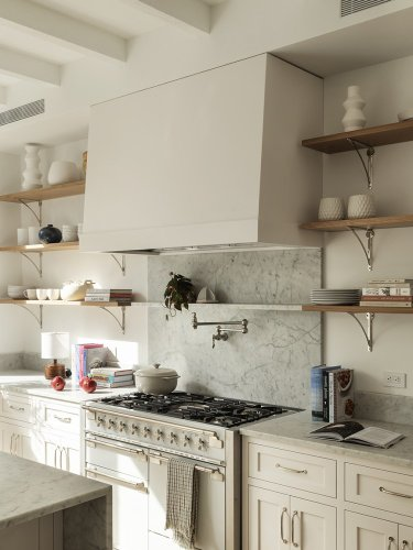 The 5 White Wall Paints That Go Best With White Cabinets
