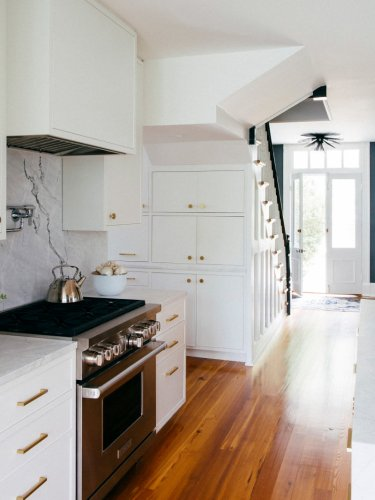 The 7 Paint Colors Featured in Our Favorite White Kitchens