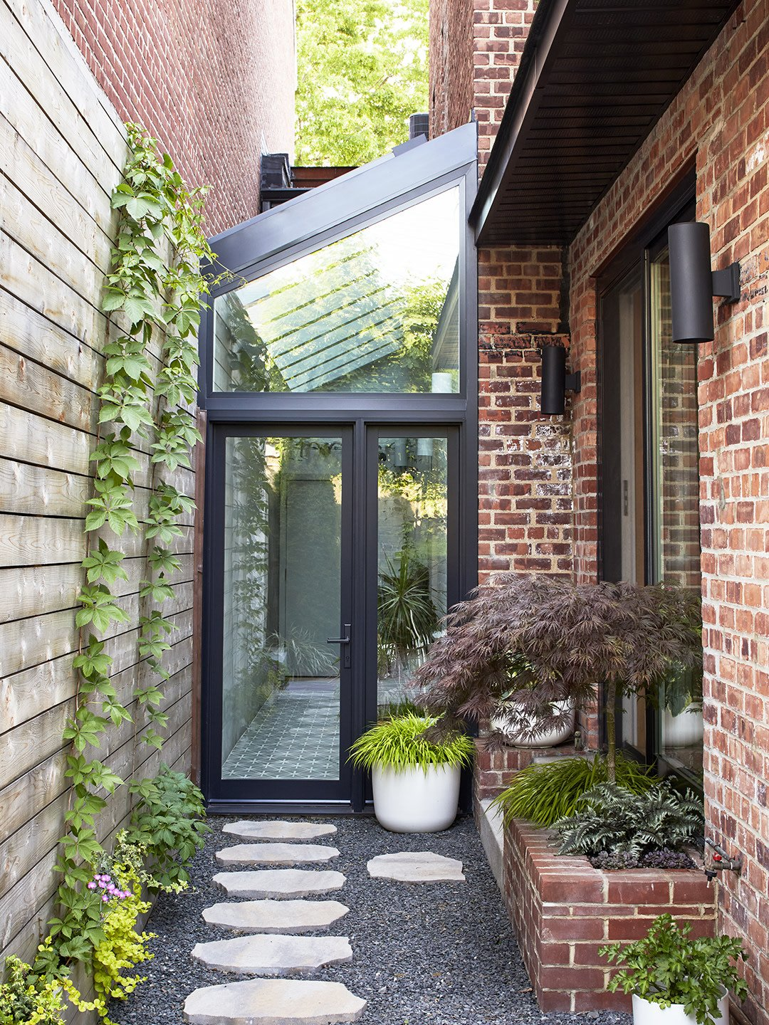 This Home's Living Room Roof Was an Opportunity for a Dreamy Bedroom Terrace