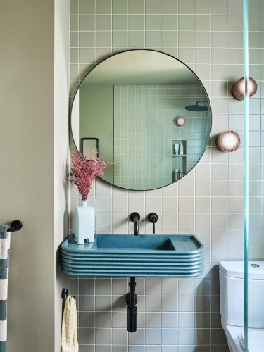 Shower Mood Lighting Is a Thing, and It Gives This Jersey City Bathroom Spa Vibes