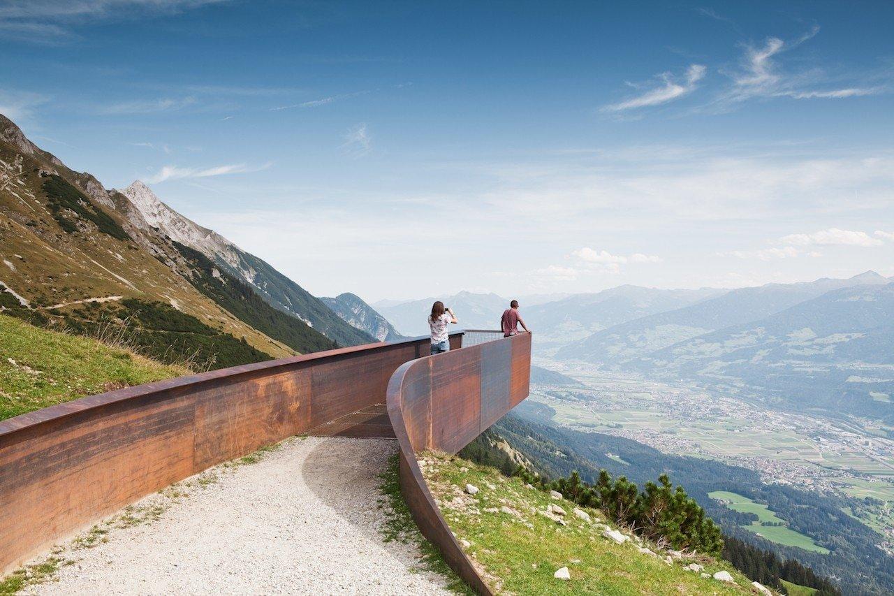 Snøhetta sospende piattaforme di Corten sopra Innsbruck