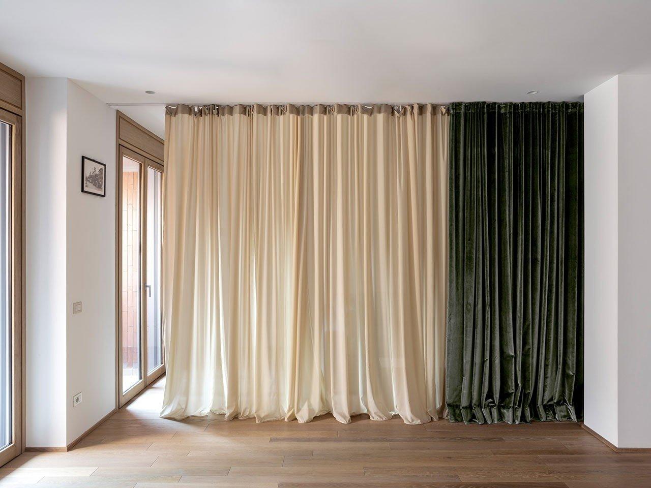 Un interno con tenda: abitare la Milano del Moderno