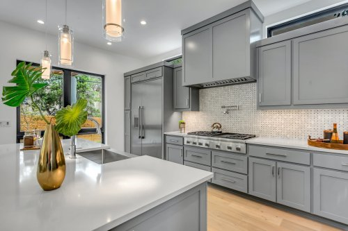 Pick a timeless, classic cabinet color for your kitchen | 21Oak