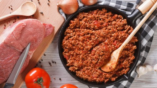 How To Cook a Delicious Meat Sauce From Scratch
