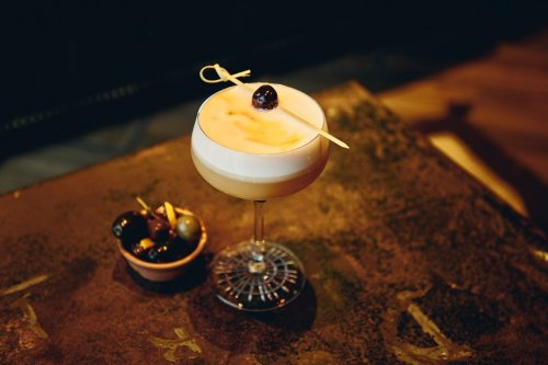 How To Make a Classic Amaretto Sour, Your New Favorite Cocktail