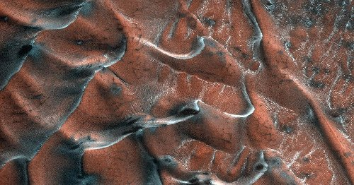 Mars orbiter captures stunning image of planet's frosty dunes