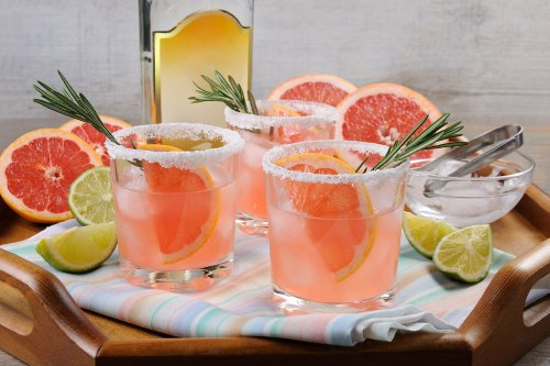 How to Make a Perfect Paloma Drink for this Summer