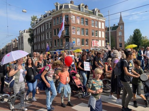 Stand up for the silent majority: selfish anti-vaxxers are stealing our freedom - DutchNews.nl