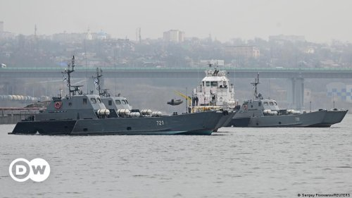 Russia sends warships for maneuver amid tension near Crimea