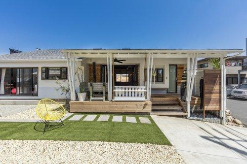 Chigasaki Surf House by California Komuten and Design, Bitches