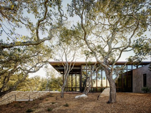 Glass and Stone Combine to Dazzling Effect on California's Central Coast