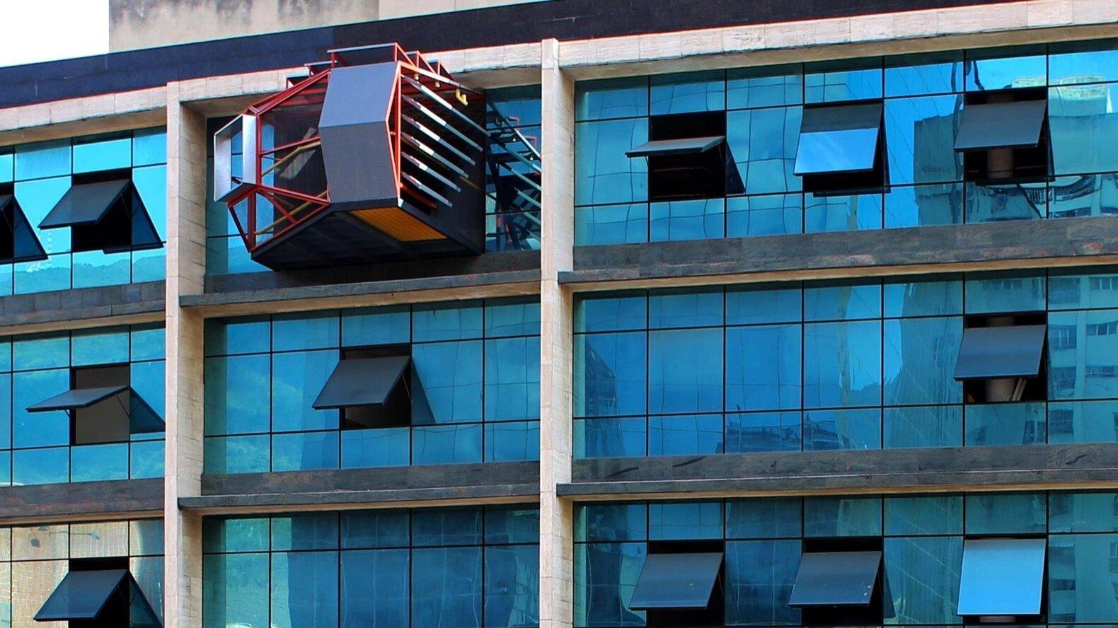 Parasite Balcony by PICO Colectivo