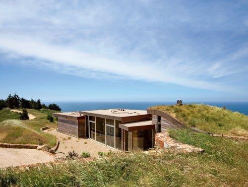 Articles about going coastal on Dwell.com