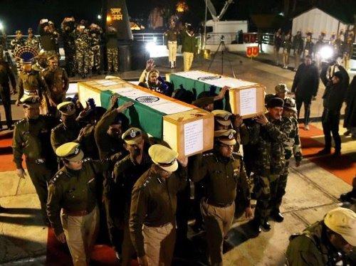 पुलवामा हमला: जम्मू कश्मीर में हुए सबसे बड़े आंतकी हमले में शहीद हुए जवानों के नाम..