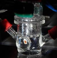 Extracting clean fuel from sunlight