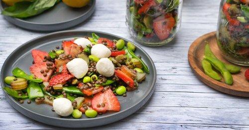 Erdbeer-Linsensalat mit Rhabarber
