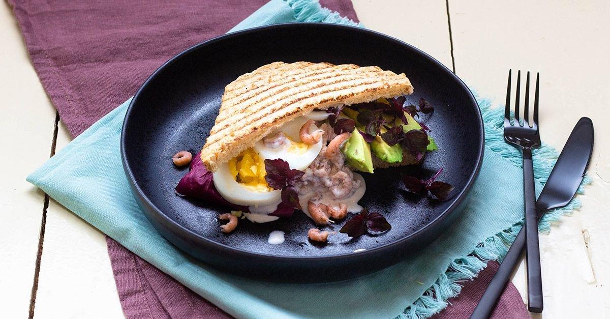 Eier-Avocado-Sandwich mit Krabbensalat