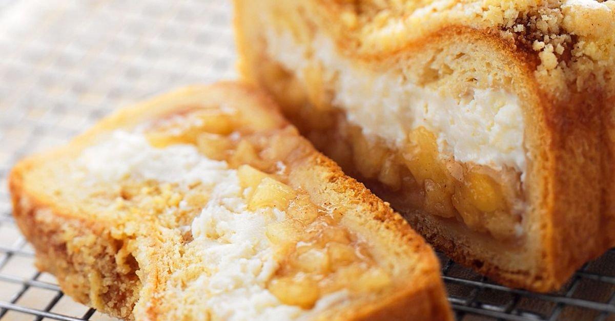 Kastenkuchen mit Apfel-Frischkäse-Füllung