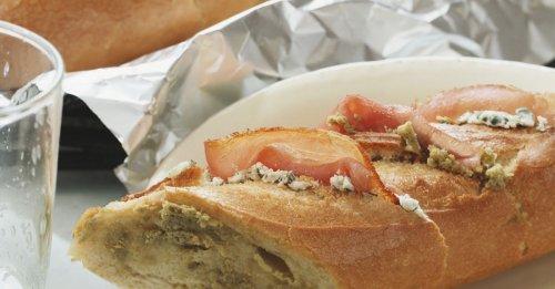 Grillbaguette mit Käse und Schinken