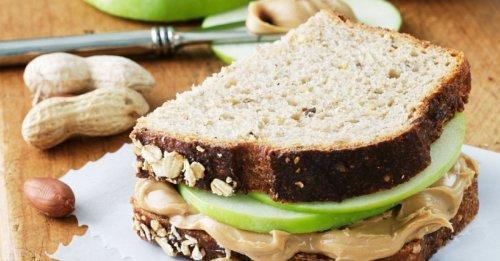 Apfel-Erdnussbutter-Sandwich