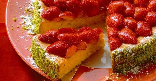 Möhrenkuchen mit Erdbeeren