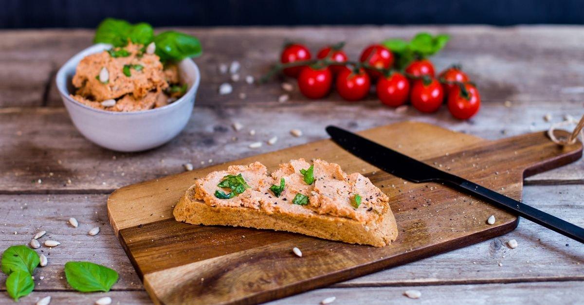 Brotaufstrich mit Tomaten