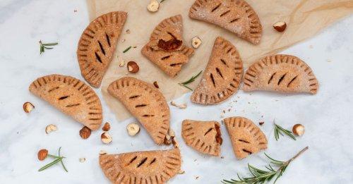 Hand-Pies mit Tomaten-Haselnuss-Rosmarin-Füllung