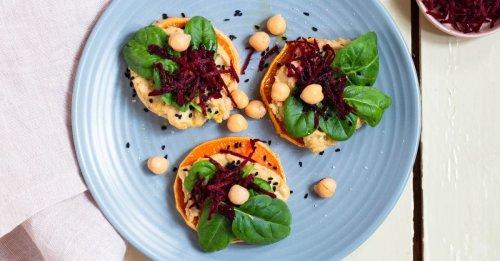 Süßkartoffel-Toast mit Hummus und Roter Bete
