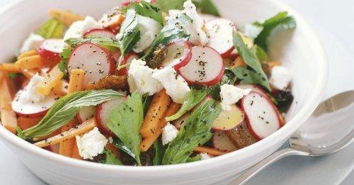 Möhren-Radieschen-Salat mit Ziegenkäse