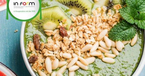 Grüne Smoothie-Bowl mit Kiwi