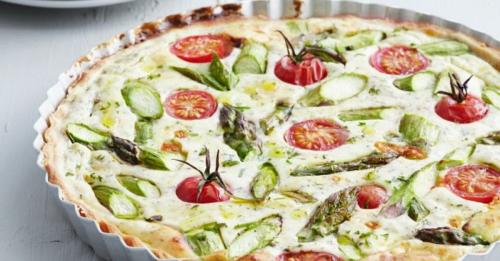 Ricotta-Tarte mit grünem Spargel und Tomaten