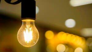 Competencia augura una oleada de quiebras de pequeñas eléctricas por la subida de la luz