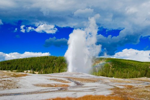 This is what Yellowstone's Old Faithful looks like on the Inside - Ecophiles