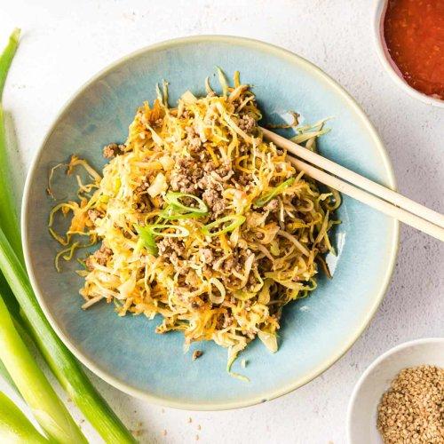 Asiatische Frühlingsrollen-Bowl (low-carb) - Eine Prise Lecker