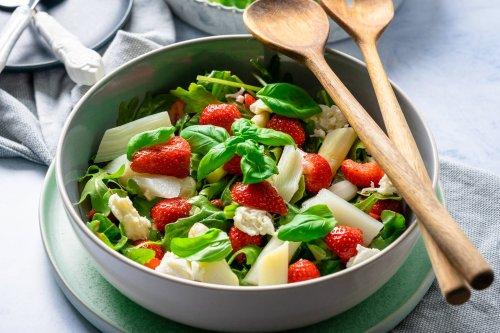 Mega leckerer 15 Minuten Spargelsalat mit Erdbeeren - Einfach Malene