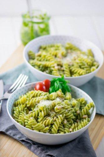 Köstliche Basilikum Pesto Pasta mit nur 4 Zutaten