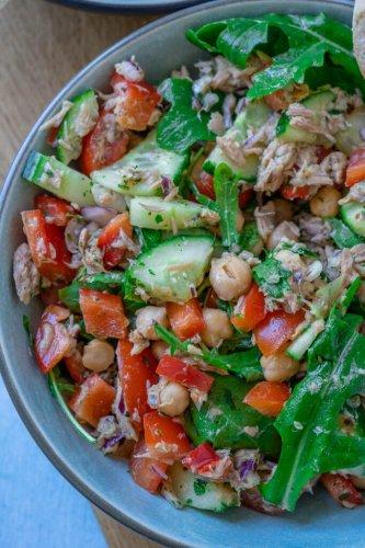10 Minuten Thunfisch Kichererbsen Salat mit Blitz-Vinaigrette