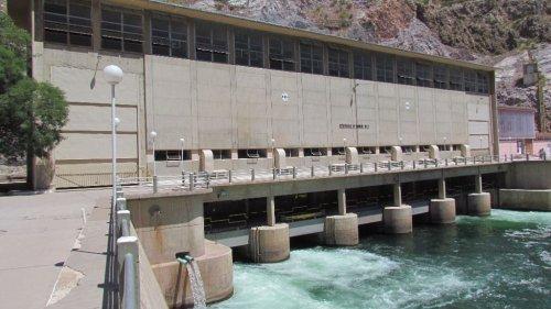 Podemos y socios defienden recuperar centrales hidroeléctricas, y PSOE y PP dicen que no es la única opción