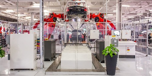 Tesla loses top manufacturing engineer behind battery production to electric pickup maker Rivian - Electrek