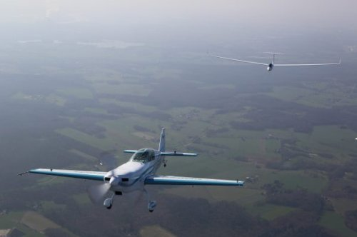All-electric plane sets new records: top speed of 340 km/h (211 mph) and first electric aerotow - Electrek