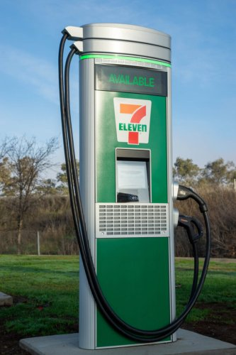 7-Eleven to install DC fast chargers at selected stores in Canada