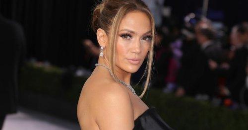 Jennifer Lopez: Sexy oder zu nackt?! Sie trägt diesen Sommer einen String-Bikini als Modetrend!