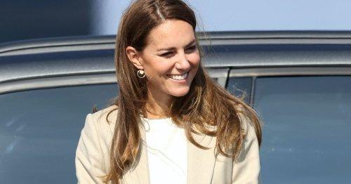 Modetrend oder No-Go? Herzogin Kate zeigt sich in einem weißen Blazer!