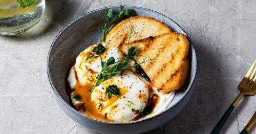 Cilbir: Dieses Rezept für türkische Eier mit Kräuterjoghurt ist fast noch besser als Shakshuka!