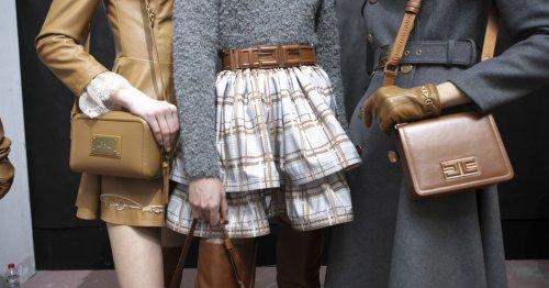 Auf diesen Modetrend haben wir im Herbst 2021 gewartet: Schlichte Umhängetaschen ohne Schnickschnack