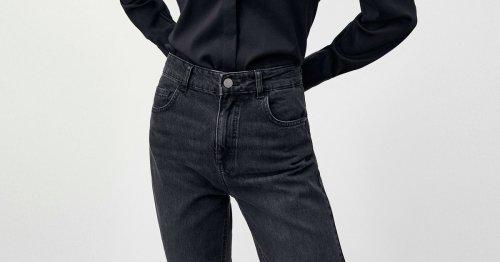 Schwarze Straight Leg Jeans: Mit diesem Modetrend machst du im Herbst 2021 nichts falsch!