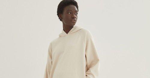 Bequemer Modetrend: Dieses gemütliche H&M Trend-Kleid ersetzt im Herbst 2021 die Leggings