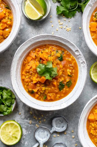 Mung Dal mit Süßkartoffel und Kokosmilch | Rezept | Elle Republic