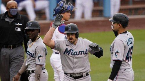 Duvall lo hace todo para los Marlins que evitan la barrida ante los Dodgers