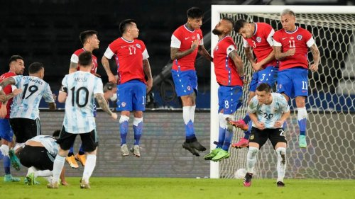 La zurda magistral de Messi no basta para Argentina que empata con Chile